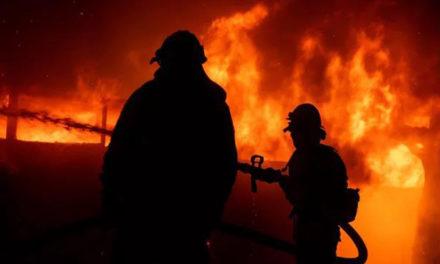 加州进入紧急状态|山火大风还断电,20万人紧急撤离