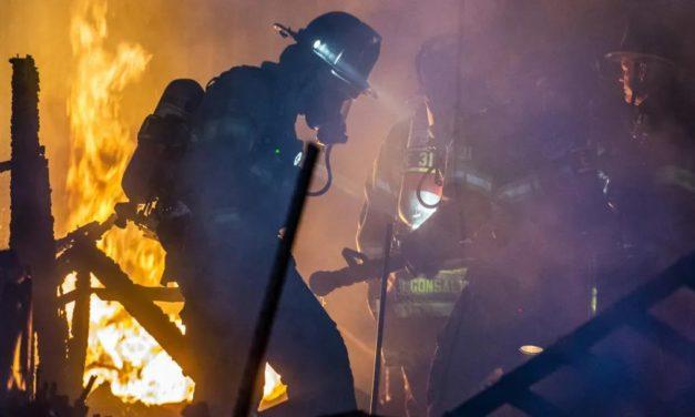 LA市中心大楼突发大火!南加大火仍未平息,且有消防员牺牲!