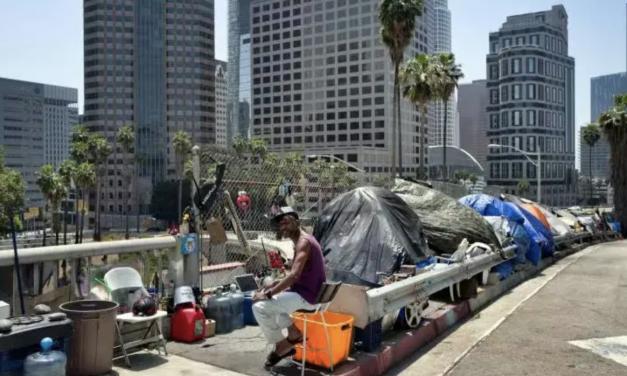 洛杉矶市发布禁令:禁止流浪汉在学校,公园或附近地区设立任何营地!